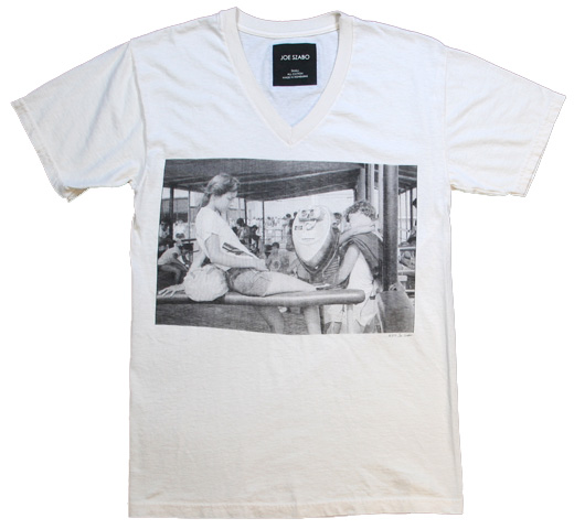 【Joe Szabo】 Jesse at Jones Beach V-neck Tee (Off White)