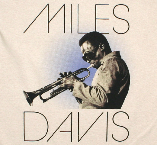 Miles Davis / Plays His Trumpet Tee (Sand)